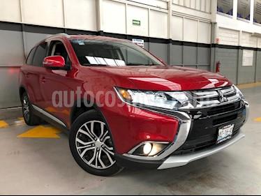 Foto venta Auto Seminuevo Mitsubishi Outlander 5p SE L4/2.4 Aut (2017) color Rojo precio $360,000