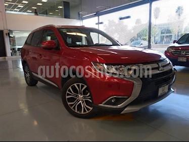 Mitsubishi Outlander 5P SE CVT 5 PAS. CAMARA DE REVERSA QC F. NIEBLA R usado (2016) color Rojo precio $243,000