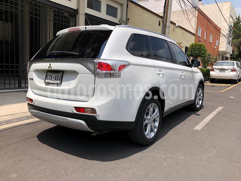 Mitsubishi Outlander 2.4L SE usado (2015) color Blanco precio $230,000