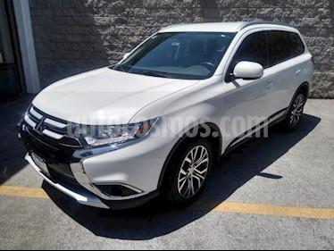 Mitsubishi Outlander 5P ES CVT 5 PAS. RA-18 usado (2018) color Blanco precio $295,000