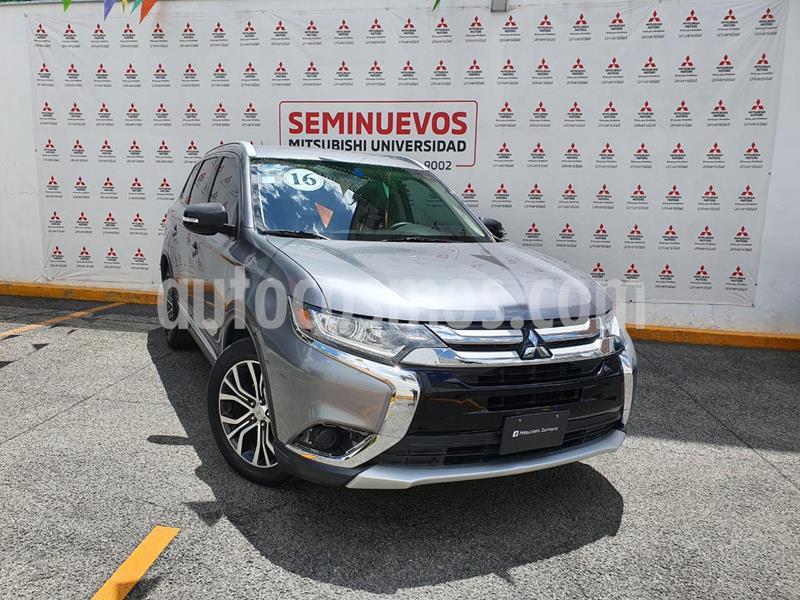 Mitsubishi Outlander 2.4L ES usado (2016) color Plata precio $240,000