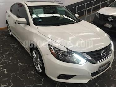 Foto Nissan Altima 4p Advance L4/2.5 Aut usado (2017) color Blanco precio $345,000