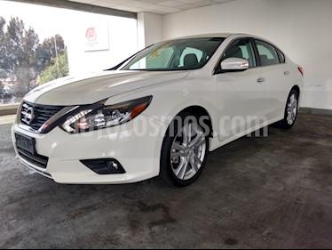 Foto venta Auto usado Nissan Altima 4p Exclusive V6/3.5 Aut (2017) color Blanco precio $380,000