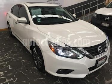 Foto Nissan Altima 4p Exclusive V6/3.5 Aut usado (2018) color Blanco precio $449,000