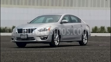 Nissan Altima Advance NAVI usado (2016) color Plata Brillante precio $270,000