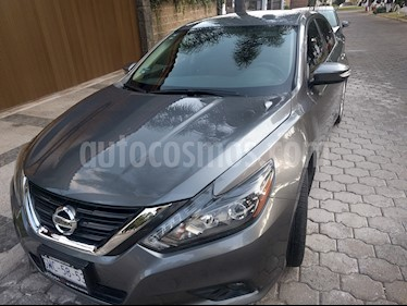 Nissan Altima Advance NAVI usado (2017) color Gris Oxford precio $299,000