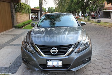 Nissan Altima Advance NAVI usado (2017) color Gris Oxford precio $299,900