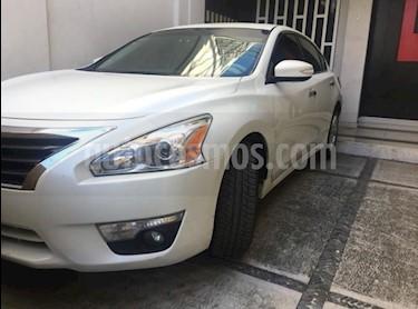 Nissan Altima Advance NAVI usado (2015) color Blanco precio $225,000
