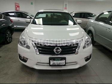 Nissan Altima Exclusive usado (2015) color Blanco precio $235,000
