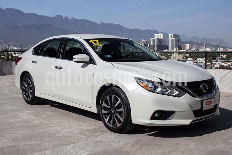 Nissan Altima Sense usado (2017) color Blanco precio $234,700