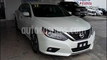 Foto Nissan Altima Sense usado (2017) color Blanco precio $280,000