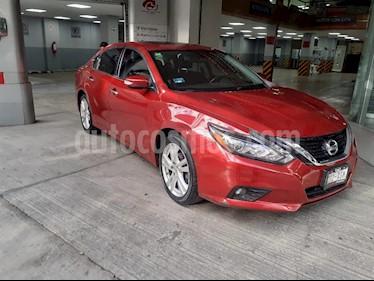 Nissan Altima Exclusive usado (2017) color Rojo precio $307,000
