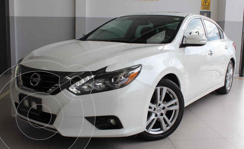 Foto Nissan Altima Exclusive usado (2017) color Blanco precio $280,000