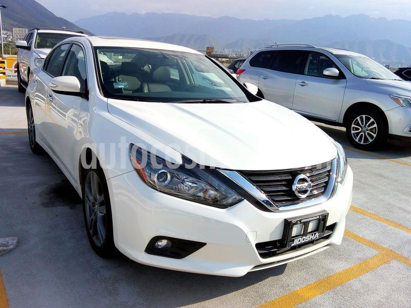 Nissan Altima Exclusive usado (2018) color Blanco precio $422,084