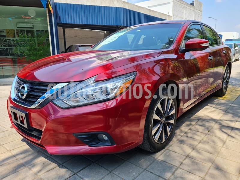 Nissan Altima Sense usado (2017) color Rojo precio $255,000