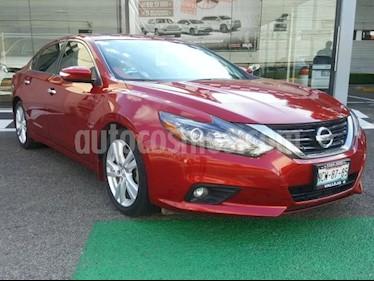Nissan Altima 4P EXCLUSIVE V6/3.5 AUT usado (2017) color Rojo precio $299,000