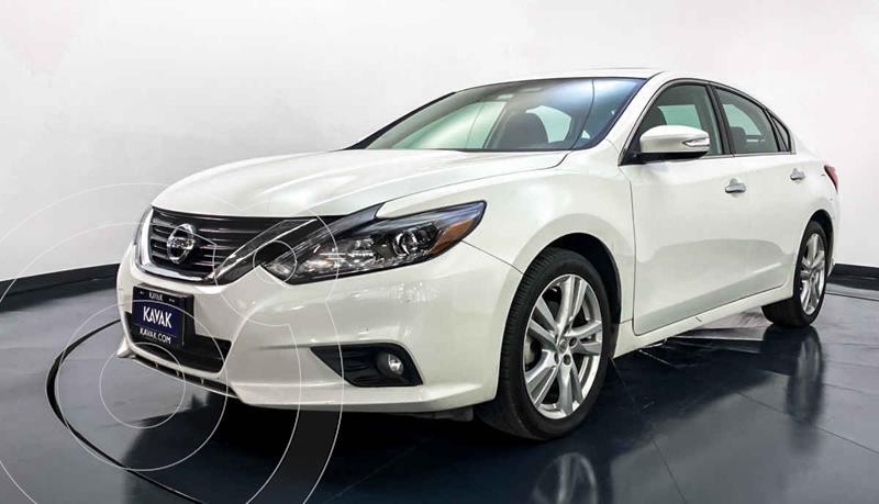 Nissan Altima Advance NAVI usado (2017) color Blanco precio $274,999