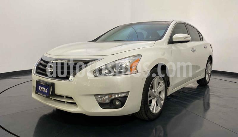 Nissan Altima Sense usado (2015) color Blanco precio $184,999