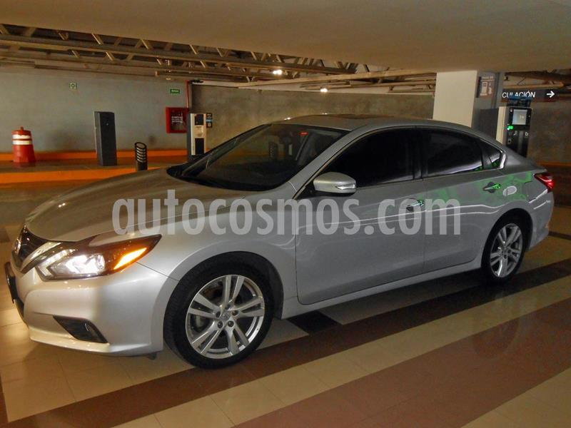 Nissan Altima Advance NAVI usado (2017) color Plata precio $220,000