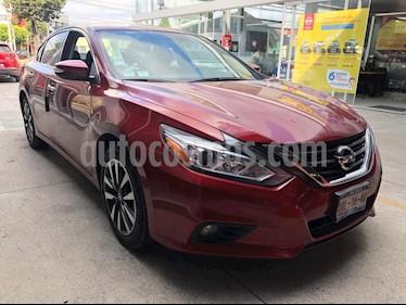 Nissan Altima Sense usado (2017) color Rojo precio $269,900
