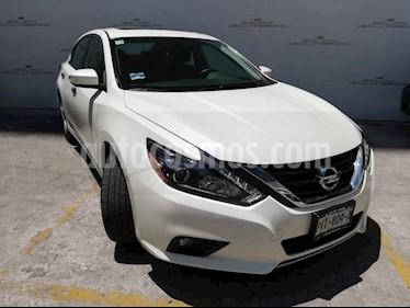 Nissan Altima 4p Exclusive V6/3.5 Aut usado (2017) color Blanco precio $297,000