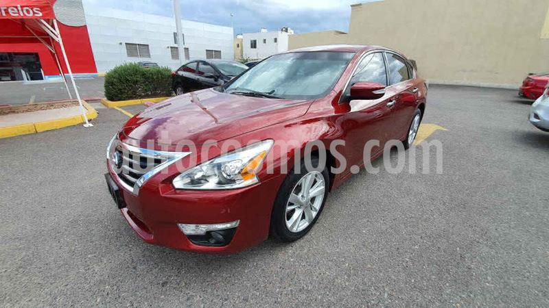 Nissan Altima Sense usado (2016) color Rojo precio $205,000