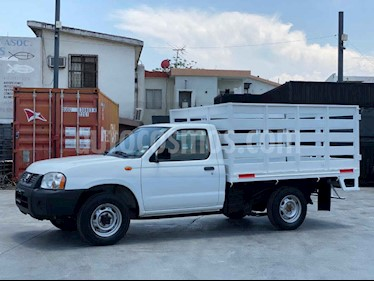Nissan Estacas Largo TM5 usado (2014) color Blanco precio $150,000