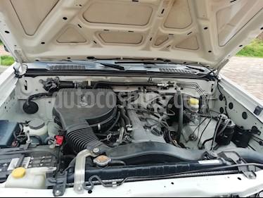 Nissan Frontier NP300 2.4L 4x2 Doble Cabina usado (2011) color Blanco precio $30.500.000