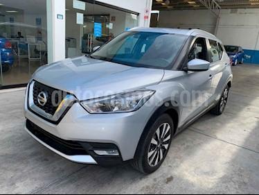 Foto venta Auto usado Nissan Kicks Advance Aut (2018) color Plata precio $243,900