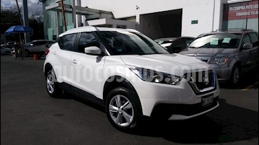 Foto venta Auto Seminuevo Nissan Kicks Sense (2017) color Blanco Perla precio $238,000