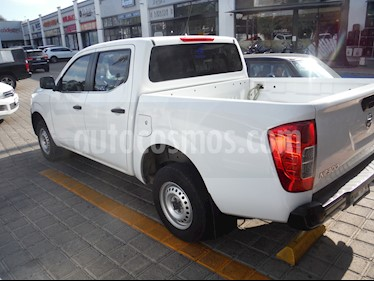 Nissan NP300 Doble Cabina SE A/A Paq. de Seg. usado (2017) color Blanco precio $260,000
