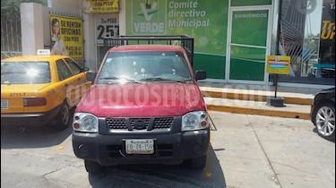 Foto Nissan NP300 2.4L Chasis  usado (2009) color Rojo precio $145,000