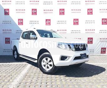 Nissan NP300 2.4L Doble Cabina SE A/A Paquete de Seguridad usado (2019) color Blanco precio $365,000