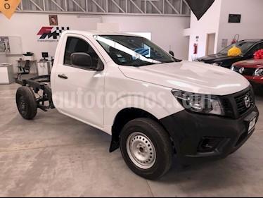 Nissan NP300 2.4L Chasis Dh  Paquete de seguridad usado (2018) color Blanco precio $235,000