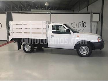 Nissan NP300 2.4L Estacas Dh  usado (2014) color Blanco precio $145,000