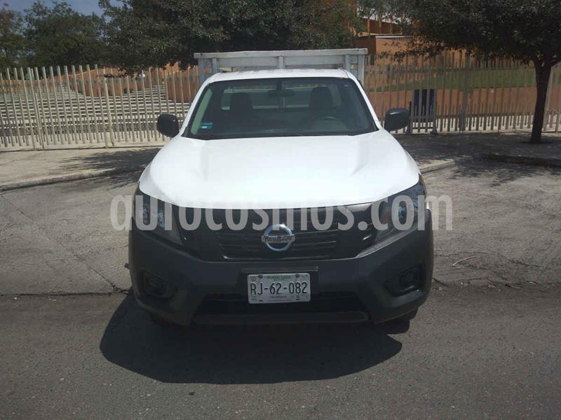 Nissan NP300 2.5L Estacas Dh A/A usado (2016) color Blanco precio $214,900