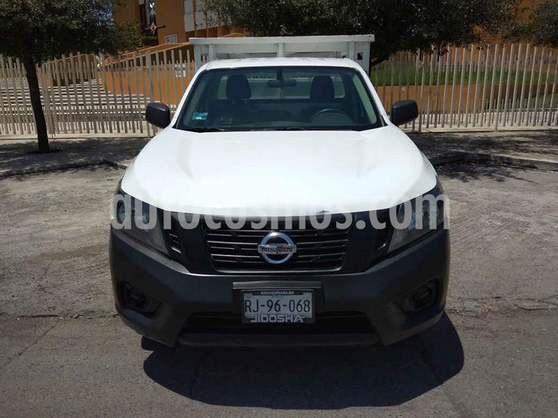 Nissan NP300 2.4L Estacas Dh usado (2017) color Blanco precio $234,900