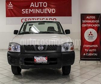 Nissan NP300 2.4L Pick-up Dh   usado (2014) color Blanco precio $180,000