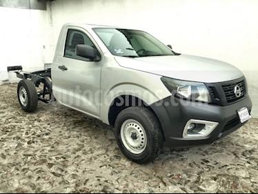 Foto venta Auto usado Nissan NP300 NP300 CHASIS CABINA TM DH AC 6VEL PAQ SEG (2019) color Plata precio $253,300