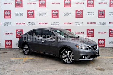 Foto Nissan Sentra Exclusive Aut NAVI usado (2019) color Gris Oxford precio $340,000