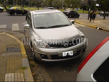Nissan Tiida Hatchback Tekna usado (2013) color Gris precio $440.000