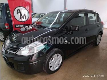 Nissan Tiida Hatchback Visia usado (2011) color Negro precio $348.000