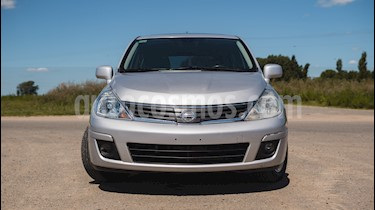 Foto Nissan Tiida Hatchback Tekna usado (2011) color Plata Metalizado precio $200.000