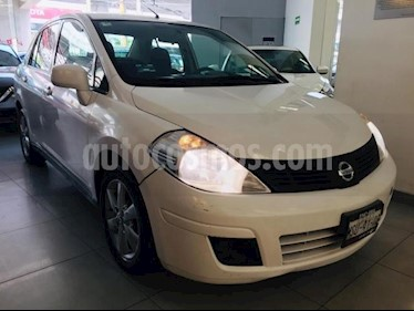 Nissan Tiida Sedan 4p Sedan Advance L4/1.8 Aut usado (2015) color Blanco precio $125,000