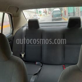 Nissan Tiida Sedan Drive usado (2013) color Plata precio $90,000