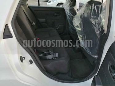 foto Nissan Tiida Sedan Drive usado (2014) color Blanco precio $100,000