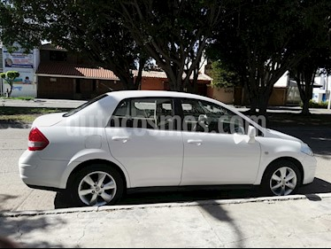 Foto Nissan Tiida Sedan Emotion usado (2011) color Blanco precio $95,000