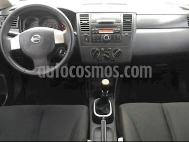 Nissan Tiida Sedan 4P SENSE TM6 A/AC. CD R-15 usado (2015) color Blanco precio $95,000