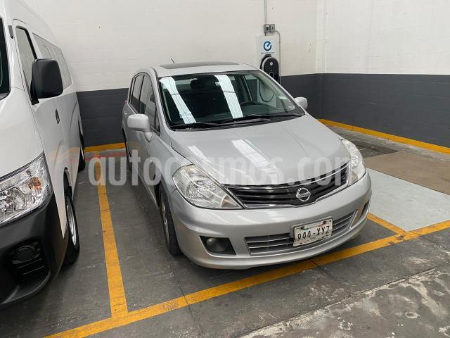 Nissan Tiida Sedan 5P HB PREMIUM AT A/AC. VE CD QC ABS F. NIEBLA RA- usado (2012) color Plata precio $119,900