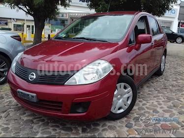 Nissan Tiida Sedan Sense usado (2015) color Rojo Burdeos precio $135,000